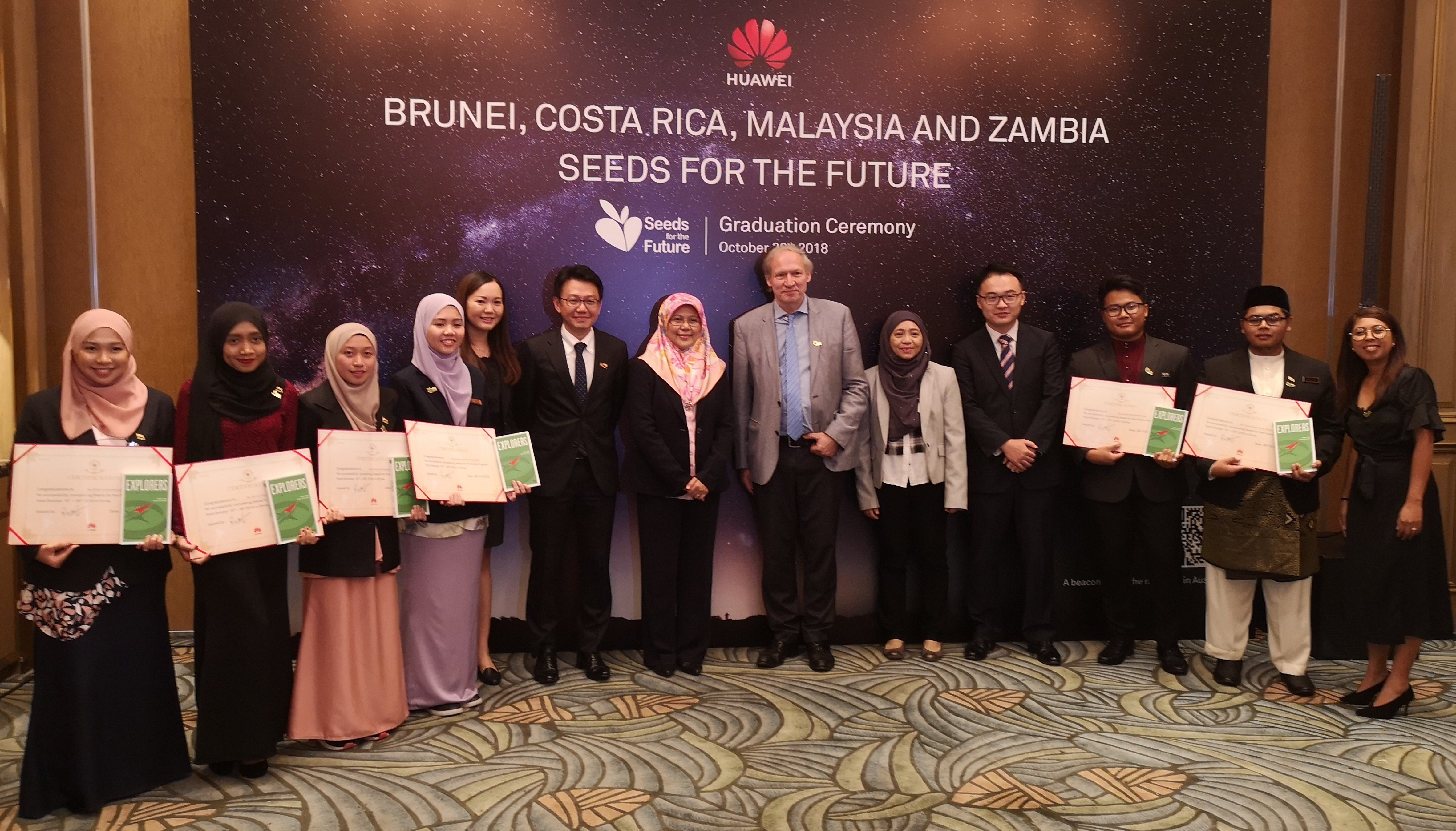 Deputy Minister Education NBD with Brunei Participants.jpg